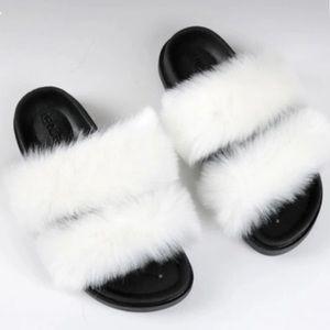 Solid colored fur slides❤️💞